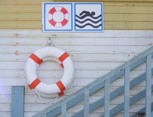 ¿En la piscina de mi comunidad debe de haber un socorrista?